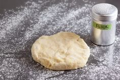 How to Blind Bake a Pie Crust and Prevent Shrinking and Slumping - Pinch My Salt Blind Bake Pie Crust, Baked Pie Crust, Pie Crusts, Pie Dough Recipe, Pie Crust Recipes, Food Network Recipes, Cooking Recipes, Pie Crust Designs, Pie Decoration
