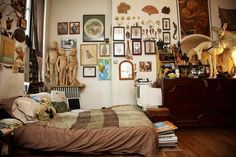 """I so would like to find myself in this room--the sculptures are intriguing, and the wall art is worthy of closer inspection.  Via """"Moon to Moon"""" Blog."""