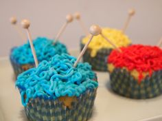 Knitting cupcakes-Do I pin it in Knitting or Recipes? Love Cupcakes, Themed Cupcakes, Yummy Treats, Sweet Treats, Yummy Food, Cupcake Recipes, Cupcake Cakes, Cupcake Ideas, Cupcake Frosting