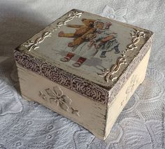 ref. relieves con stencil Decoupage Glass, Decoupage Box, Decoupage Vintage, Altered Boxes, Altered Art, Painted Boxes, Wooden Boxes, Pretty Storage Boxes, Paisley Art