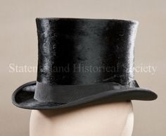 Image of 85.058.0005, Hat, Top: 3/4 front view