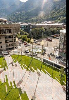 Andorra, Andorra la Vella, edificio del Parlamento y Plaça Lidia Armengol Vila