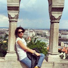 Eccoci a #Buda al Bastione dei Pescatori #budapest #ridieassapori #igersungheria #travel #experienceblog #ungheria #bastionedeipescatori #panorama #buda