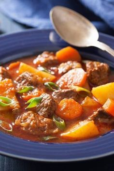 Weight Watchers Make Ahead Slow Cooker Beef Stew Recipe - 14 Smart Points Slow Cooker Beef, Slow Cooker Recipes, Crockpot Recipes, Healthy Chicken Recipes, Meat Recipes, Cooking Recipes, Classic Beef Stew, Chicken And Vegetables, Food Porn