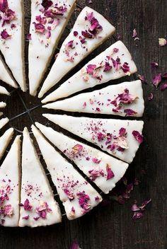 Vanilla Rose Shortbread Cookies via @SeasonsSuppers