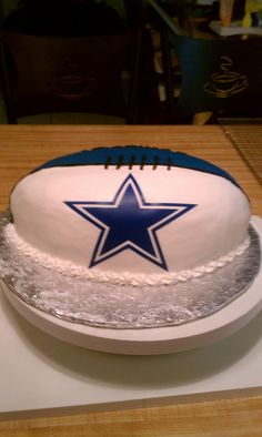 Dallas Cowboys Football Cake, omg need to step up my baking skills to make this for my dad Dallas Cowboys Kuchen, Dallas Cowboys Party, Cowboy Birthday Cakes, Cowboy Cakes, Rugby, How Bout Them Cowboys, Cowboy Party, Golf, Cakes For Men