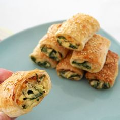 If you thought we couldn't improve on our Spinach and Ricotta Roll recipe, wait until you try these Thermomix Spinach and Cheese Rolls! Yummy Snacks, Healthy Snacks, Healthy Mummy, Clean Recipes, Cooking Recipes, Keto Recipes, Homemade Sausage Rolls, Spinach And Cheese, Spinach Ricotta