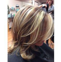 Cieniowane fryzury dla długich i średnich włosów - galeria najpiękniejszych fryzur z warstwowo ściętymi włosami, Oto 20 przykładów, jak modnie i kobieco wycieniować włosy.