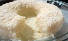 Coloque todos ingredientes da massa no liquidificador e deixe bater por 3 a 4 minutos. Logo após coloque na panela em fogo brando, mexendo até a massa soltar do fundo da panela. Após retirar da panela preparar a massa com as mãos untadas de margarina