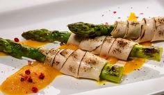 Sparanghel cu Sissi șuncă de pui și pure de dovleac Asparagus, Vegetables, Ethnic Recipes, Food, Studs, Essen, Vegetable Recipes, Meals, Yemek
