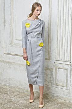Vika Gazinskaya Spring 2015 Ready-to-Wear Fashion Show Collection Bold Fashion, Fashion Show, Fashion Looks, Womens Fashion, Fashion Tips, Fashion Design, Simple Dresses, Dresses For Work, Spring 2015 Fashion