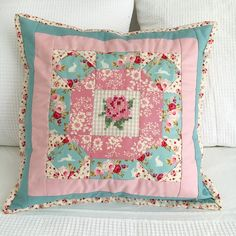 Happy Sunday lovelies. I am popping in quickly to share my turn on @sewdeerlyloved #lovelylittlepatchworkblogtour i used Kerri's fabulous book to stitch up a sweet cushion using some of the gorgeous new Tilda fabrics! To read the blog post in full just click on the link in my profile xx @tuvapublishing #tuvapublishing #lovelylittlepatchwork