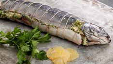 Truite entière grillée, farcie d'herbes, d'olives et de citron | Recettes | Signé M