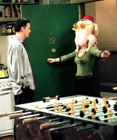 37 Trendy Ideas For Funny Love People Laughing Chandler Bing, Monica E Chandler, Friends Tv Show, Tv: Friends, Friends Moments, Funny Friends, Chandler Friends, Friends Chandler And Monica, Friends Scenes