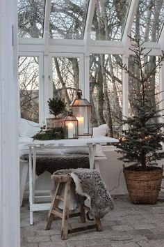 vintage weihnachten nostalgie skandinavisch wintergarten gemütlich kerzen laterne #weihnachtsdeko #ideen #christmasdecoration