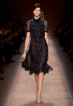 vogue-fairytale - The taste of love, perfection, Duzui, hugging, electric shock moments. Fashion 2020, Look Fashion, Runway Fashion, High Fashion, Womens Fashion, Pretty Outfits, Pretty Dresses, Beautiful Outfits, Elegantes Outfit
