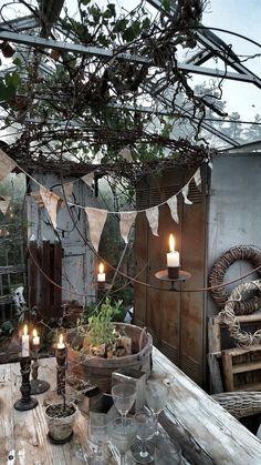in a boho sort of way. Outdoor Spaces, Indoor Outdoor, Outdoor Living, Outdoor Decor, Dream Garden, Home And Garden, Porche, Rustic Table, Seasonal Decor