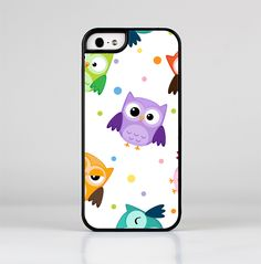The Cartoon Emotional Owls with Polkadots Skin-Sert for the Apple iPhone 5-5s Skin-Sert Case