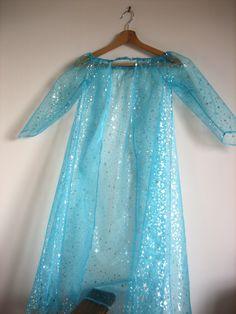 Robe-cape de la reine des neiges en organza bleu étoilé d'argent : Ecole et loisirs par au-zizile-bazar