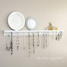 I think I definitely need something like this to organize my jewelry