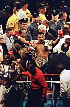 Mike Tyson Discover A Force Unleashed Mike Tyson Boxing, Boxing Images, Jersey Adidas, Yoga Kurse, Boxing Posters, Ufc Boxing, Boxing History, Boxing Champions, Dope Wallpapers