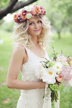 White Cloud Rose bouquet by Blush Petals See more boho chic wedding ideas http://www.weddingchicks.com/2013/08/16/bohemian-bridal-ideas/