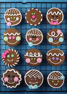 Christmas Gingerbread Man Cookies using circle cutter - Bakerella Christmas Sweets, Christmas Gingerbread, Christmas Goodies, Gingerbread Cookies, Gingerbread Houses, Xmas, Christmas Decor, Holiday Baking, Christmas Baking