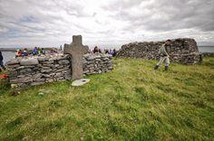 Cross and bullaun Illauntannig Mount Rushmore, Ireland, The Past, Mountains, Landscape, History, Travel, Scenery, Historia
