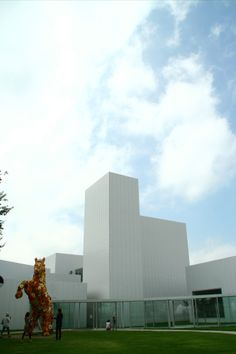 アーティスト:チェ・ジョンファ「フラワー・ホース」 http://towadaartcenter.com/web/towadaartcenter.html