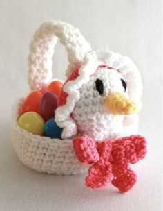 More crochet patterns for sweet, cute and awesome Easter baskets! Scroll down to check them all out and start crocheting your favorite! Easter Crochet, Bead Crochet, Crochet Toys, Crochet Baskets, Crochet Gifts, Crochet Animals, Baby Blanket Crochet, Crochet Baby, Crochet 101