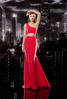 Show off some of your upper body in a sophisticated way, while elongating your body. This gorgeous red evening dress from Papilio boutique will have you feeling sexy all night long #stayclassy #bealady
