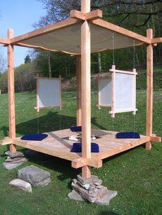 Ce système de construction inspirer de la charpente traditionnel Japonaise. Nous permets de créer des espace multifonctionnelles et modulables à souhaits. La technique d'emboîtement utiliser permets un montage et démontage rapide (moins d'une heure) La...