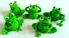 TUTORIAL: How to make a frog cake topper out of fondant Fondant Flower Cake, Fondant Cake Toppers, Fondant Cakes, Fondant Bow, Flower Cakes, Cupcake Toppers, Frog Sketch, Frog Wallpaper, Frog Logo
