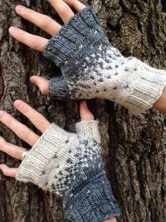 Ravelry: Pixelated Palms pattern by Jennifer Beaumont Mittens Pattern, Knit Mittens, Wrist Warmers, Hand Warmers, Circular Knitting Needles, Hand Knitting, Crochet Gloves, Knit Crochet, Fingerless Mitts