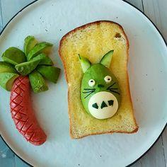 made this for my daughter .. 010617 . . . #todayslunch #homemadebread #toast #ideafromother #buttertoast #avocado #toastart # #instafood  #sausage #totoro #cutie  #photooftheday #yummy  #造型吐司 #自家烤面包 #龙猫造型面包 #午餐 # #鳄梨 #香肠 #美味 #可爱