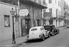 Old Absinthe House, 1941 - 15 Photos That Show How Much New Orleans Has Changed… And How Much It Hasn't