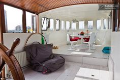 I want to stay on one of these house boats