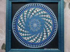 El original. Aire de Mandala. Mandala en lienzo y enmarcado en un marco de madera El tamaño del mandala sin enmarcar: 8 x 8 pulgadas. materiales: lienzo, pintura acrílica, pincel