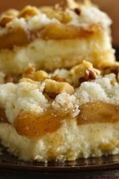 Need a Thanksgiving dessert that'll serve a crowd—and that's gluten free? These apple streusel cheesecake bars are one of Betty's most popular desserts, and they're so simple with the help of a box of Gluten Free yellow cake mix. Betty members love this easy bar recipe because it's straightforward, foolproof and affordable to feed a big family!