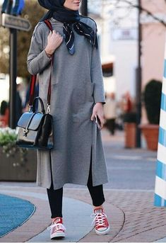 Attractive-Hijab-Winter-Outfits casual hijab outfit, ootd hijab, girl h Winter Outfits For Teen Girls, Winter Mode Outfits, Casual Winter Outfits, Winter Fashion Outfits, Stylish Outfits, Muslim Fashion, Modest Fashion, Hijab Fashion, Casual Hijab Outfit