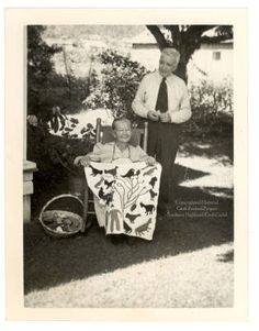 "this is a photo of Kate Clayton ""Granny"" Donaldson Marble North Carolina she is shown with her husband and is holding one of . Old Quilts, Antique Quilts, Vintage Quilts, Vintage Sewing, Vintage Pictures, Old Pictures, Old Photos, History Of Quilting, Penny Rugs"