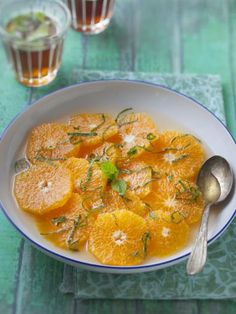 clementine soup with honey and rosemary - Recettes Noël - Raw Food Recipes Desserts With Biscuits, No Cook Desserts, No Cook Meals, Raw Food Recipes, Veggie Recipes, Sweet Recipes, Healthy Recipes, Xmas Food, Pastry And Bakery