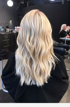 schöne Haarfarben in Ombre und Balayage Find the best hair colors for balayage and ombre. Related posts: Beautiful Blends Of Balayage Ombre Hair Colors for… – 10 Ombre Balayage Hairstyles for Medium-Long Hair Blonde Hair Looks, Blonde Wig, Brown To Blonde, Dark Brown, Cream Blonde Hair, Bright Blonde Hair, Blonde Ombre, Platnium Blonde Hair, Super Blonde Hair