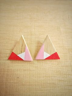 Red and white triangular earrings Wood - デザイナー roseapple - Pinkoi