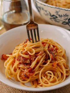 The Perfect Spaghetti Carbonara (The Woks of Life) Noodle Recipes, Pasta Recipes, Veggie Recipes, Drink Recipes, Yummy Recipes, Recipies, Wok Of Life, Bacon Breakfast, Stuffed Mushrooms