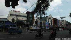 13 Nama yang merupakan Pusat Perbelanjaan Modern alias Shopping Mall yang merupakan tempat tujuan berbelanja warga di Kota Bogor Bogor, Wonderful Places, Places To Go, Street View, Modern, Trendy Tree