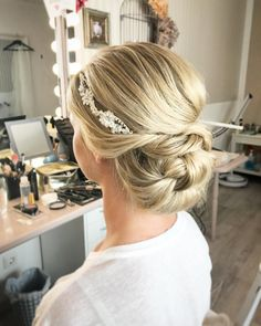 Finding just the right wedding hair for your wedding day is no small task but we're about to make things a little bit easier.From soft and romantic, to classic with modern twist these romantic wedding hairstyles with gorgeous details will inspire you,messy updo wedding hairstyle #weddinghairstyles