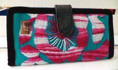 #Lunaje #Cartera #artesanal, #bordado #hechoamano y #hechoenMéxico. #Purse #handmade #embroidery #Portefeuille #broderie #artisanale