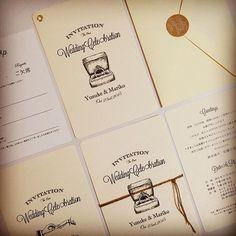 お問い合わせ頂いた花嫁様お待たせ致しました。招待状のサンプル販売開始しました。 詳細はコチラ https://akiwa.stores.jp ご予約は2016年2月納品分までになります。 * * 招待状は会場案内や二次会の案内など色々入れるので招待状はあえてシンプルに * * カードタイプなのでお好みの紐を巻いたり、タグを付けたり、ハトメをつけたり花嫁様の方でも色々アレンジ出来ちゃいます #招待状#席次表#席札#ウェルカムボード#ウェディング#wedding#結婚式#ブライダル#挙式#海外挙式#プレ花嫁#花嫁#ウェルカムスペース#ペーパーアイテム#ウェディングアイテム#メニュー表#ドリンクメニュー