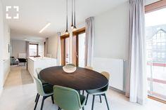 Harmonieuze proporties, Waregem -  (http://www.vanhaerents.be) Table: Spazio by Arco Neu chair by Hay